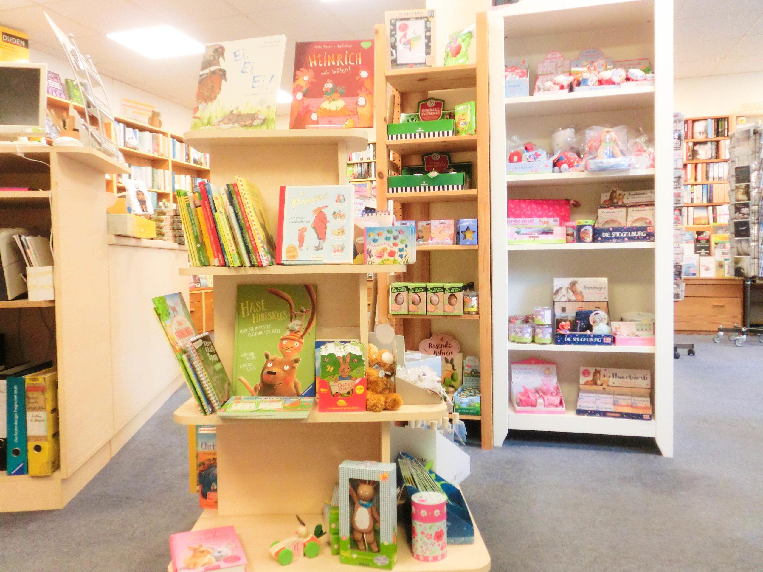Bücherregal zu Ostern